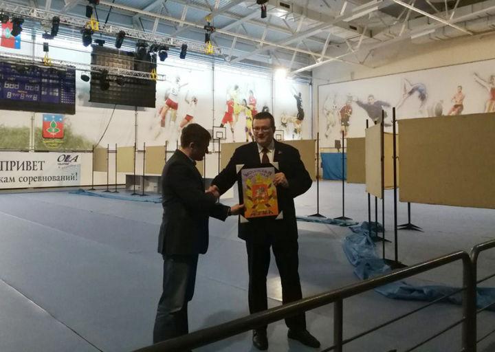 Областной депутат поздравил коллектив Дворца спорта «Ока» с юбилеем!